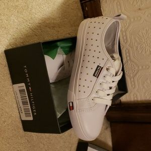 Tommy Hilfiger sneakers size 7